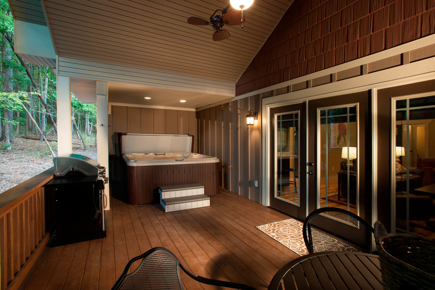 Cabin rental Asheville with hot tub