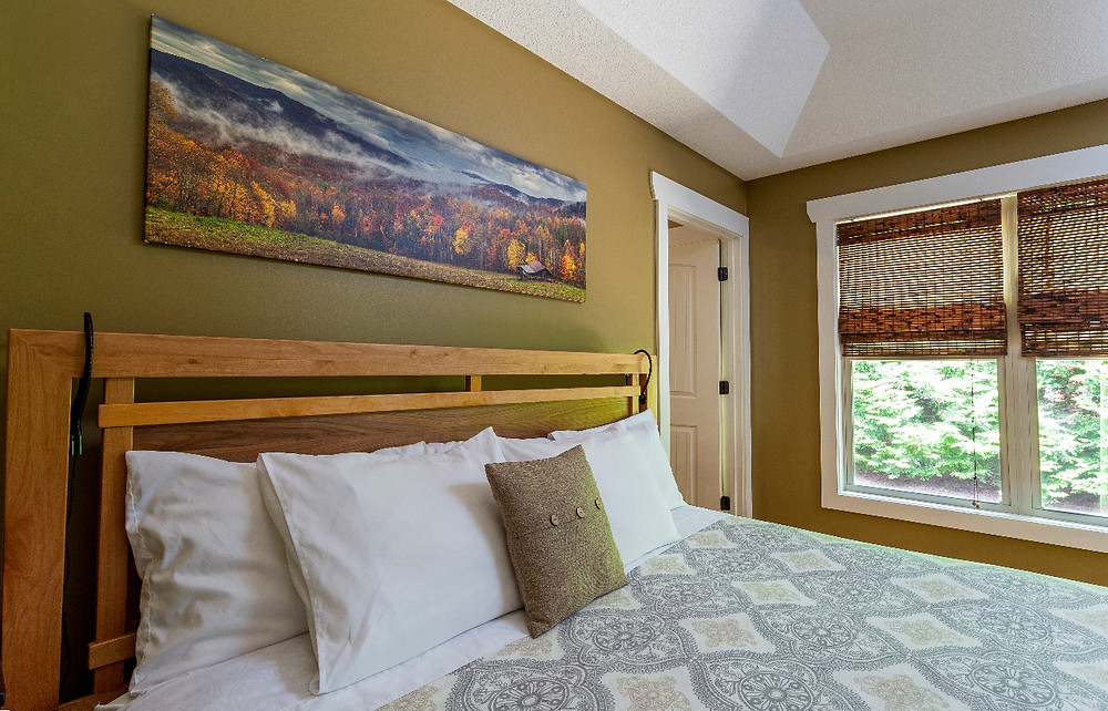 The kingsized bed in the Dogwood cottage