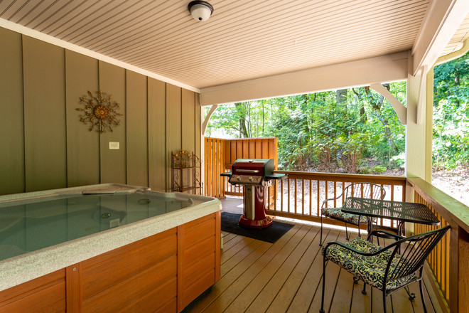 Cabin in Asheville NC with hot tub