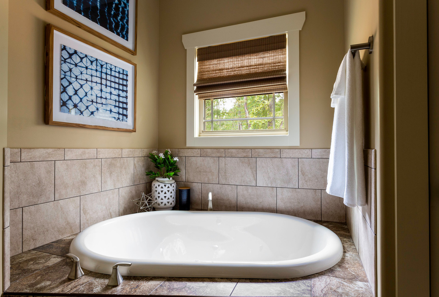 Large 2 person garden tub