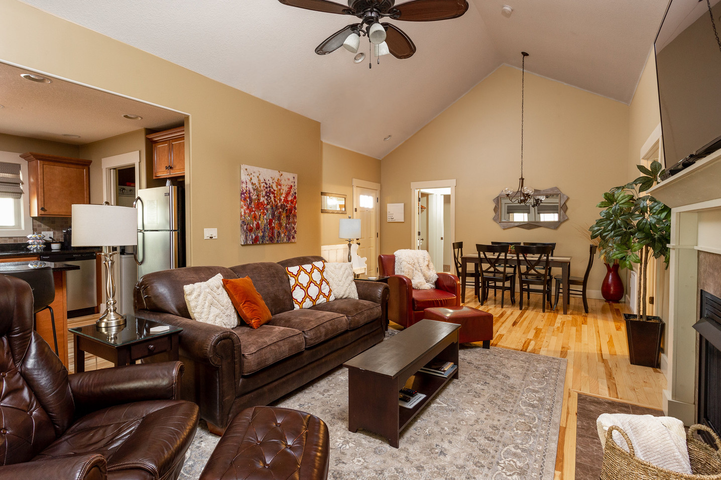 High quality ceiling fan and super large living area