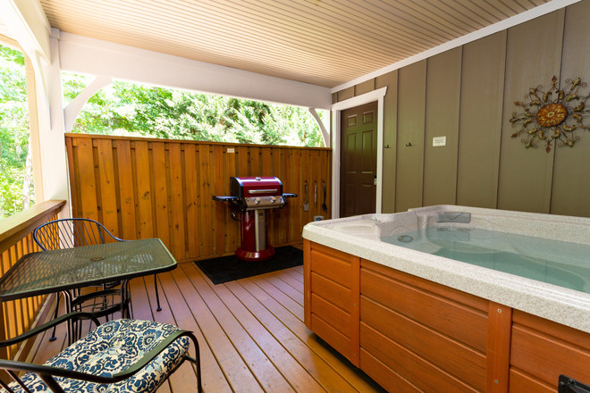 Hot tub and gas grill on the nack deck