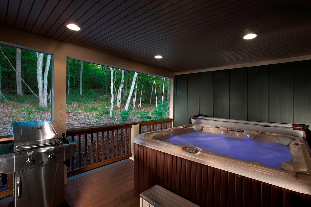 Asheville hot tub on the deck of the Ivy cabin