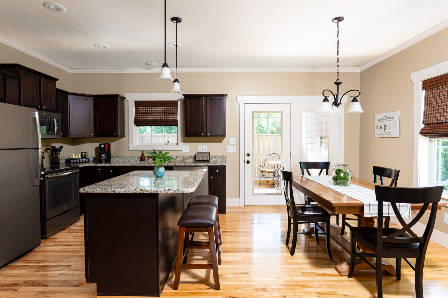 The Luxurious kitchen in the Hickory cabin