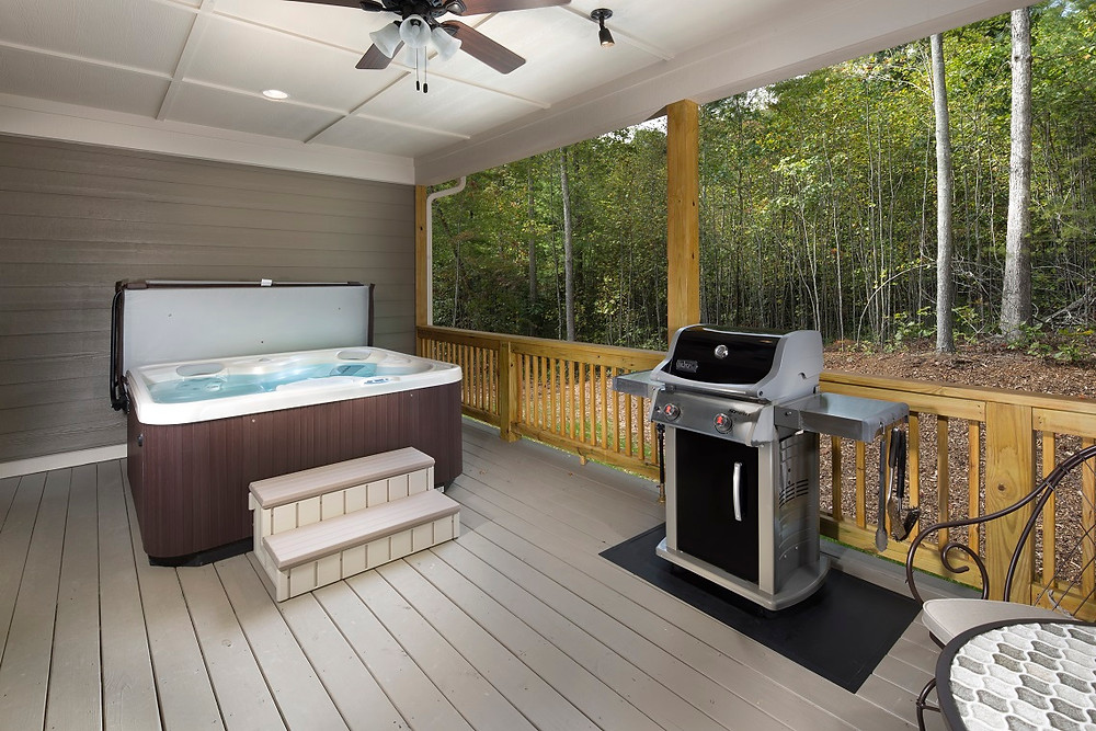 Asheville's Cedar cabin with hot tub on the back deck