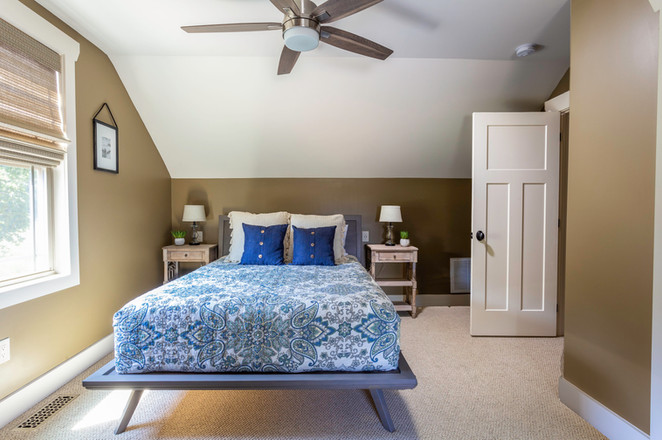 Queen size bed in this Airbnb in Asheville