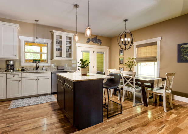 Luxrious kitchen with granite counter tops