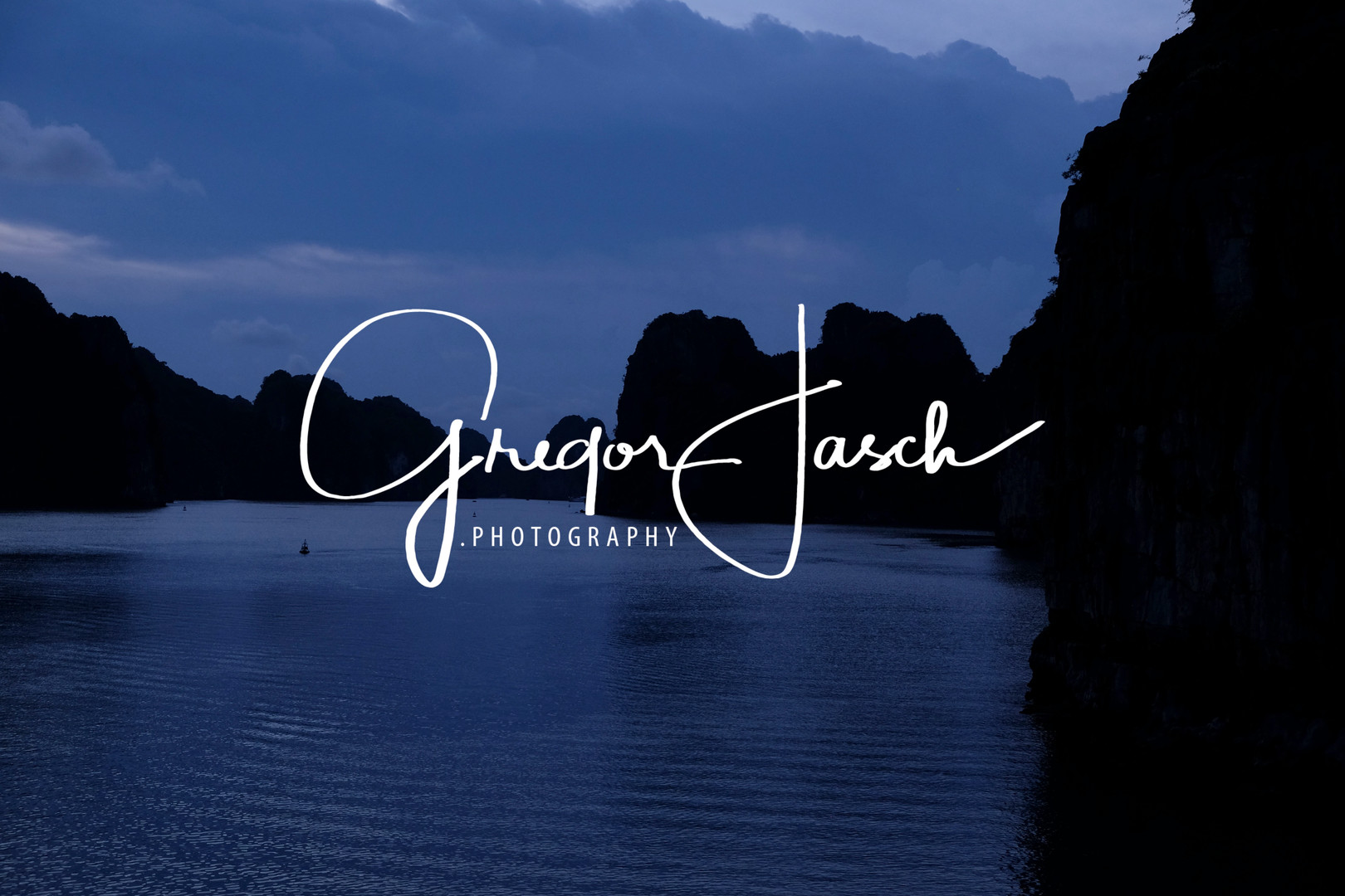 Buy_online_pictures_of_Halong_Bay_Vietnam_gregorjasch.photography