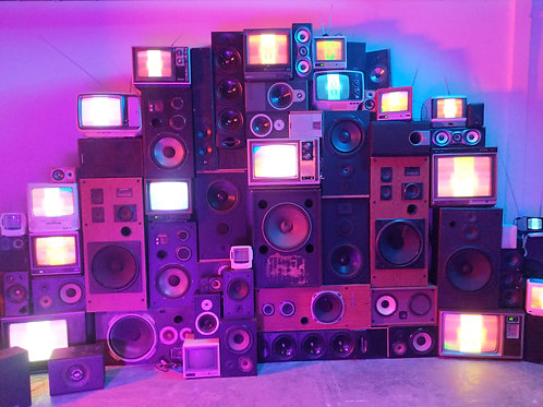 Vintage TV and Speaker Wall QTY:12