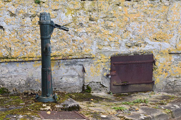 pompe rue de la fontaine.jpg