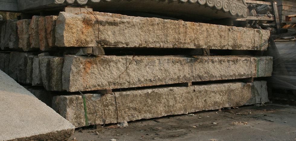 구석 - 지붕 장대석