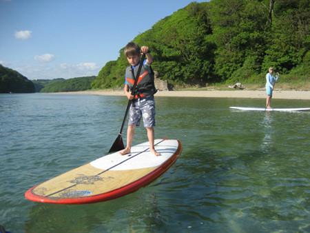 initiation au stand up paddle pour enfant avec l'ecole de surf de Bretagne de Clohars Carnoet
