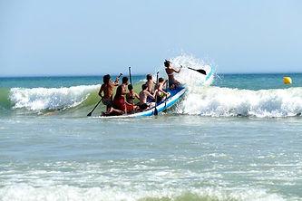 Location de Paddle Géant, Ecole de surf de Bretagne de Clohars Carnoet au pouldu dans le finistère sud proche de Quimperlé. Cours de surf dès 5 ans sur les plages du Kérou et de Bellangenet. Initiation pour débutant, mini stage et stage semaine de surf, matériels inclus. Location de matériel de surf, location stand up paddle
