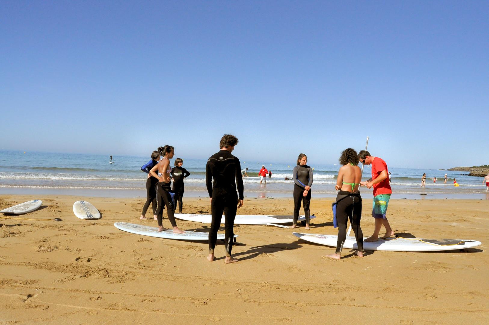 mini groupe, activité de groupe pour découvrir le stand up paddle en finistère sud avec l'école de surf de Bretagne de Clohars Carnoet