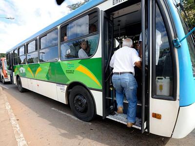 Tribunal de Justiça do Rio suspende decreto que limitava a gratuidade dos idosos nos transportes