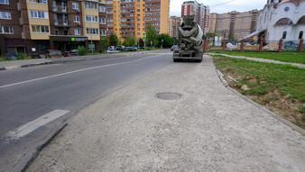 Обращения в КРОСТ по тротуару на Лазурной и улице Сосенский стан.
