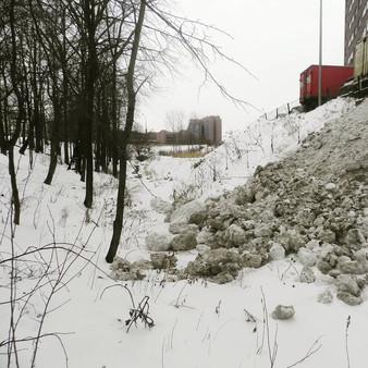 Сброс грязного снега в ручей в Коммунарке