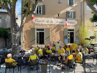 Café club à Rougiers