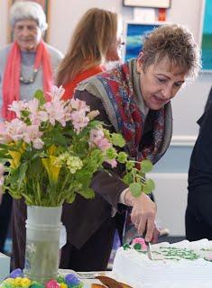 Ann Abenavoli cuts Barbaras Cake