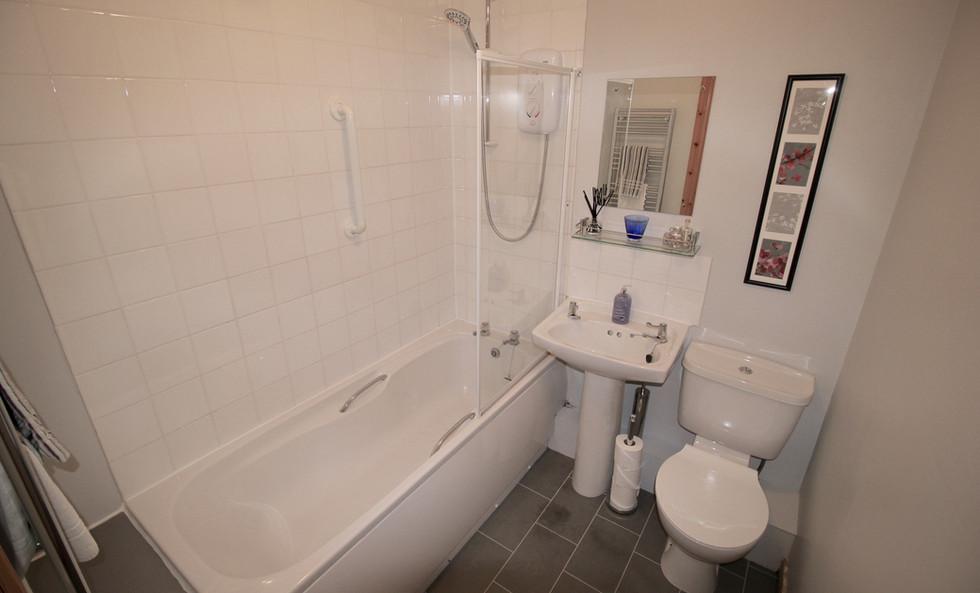 Six Stevenson House bathroom