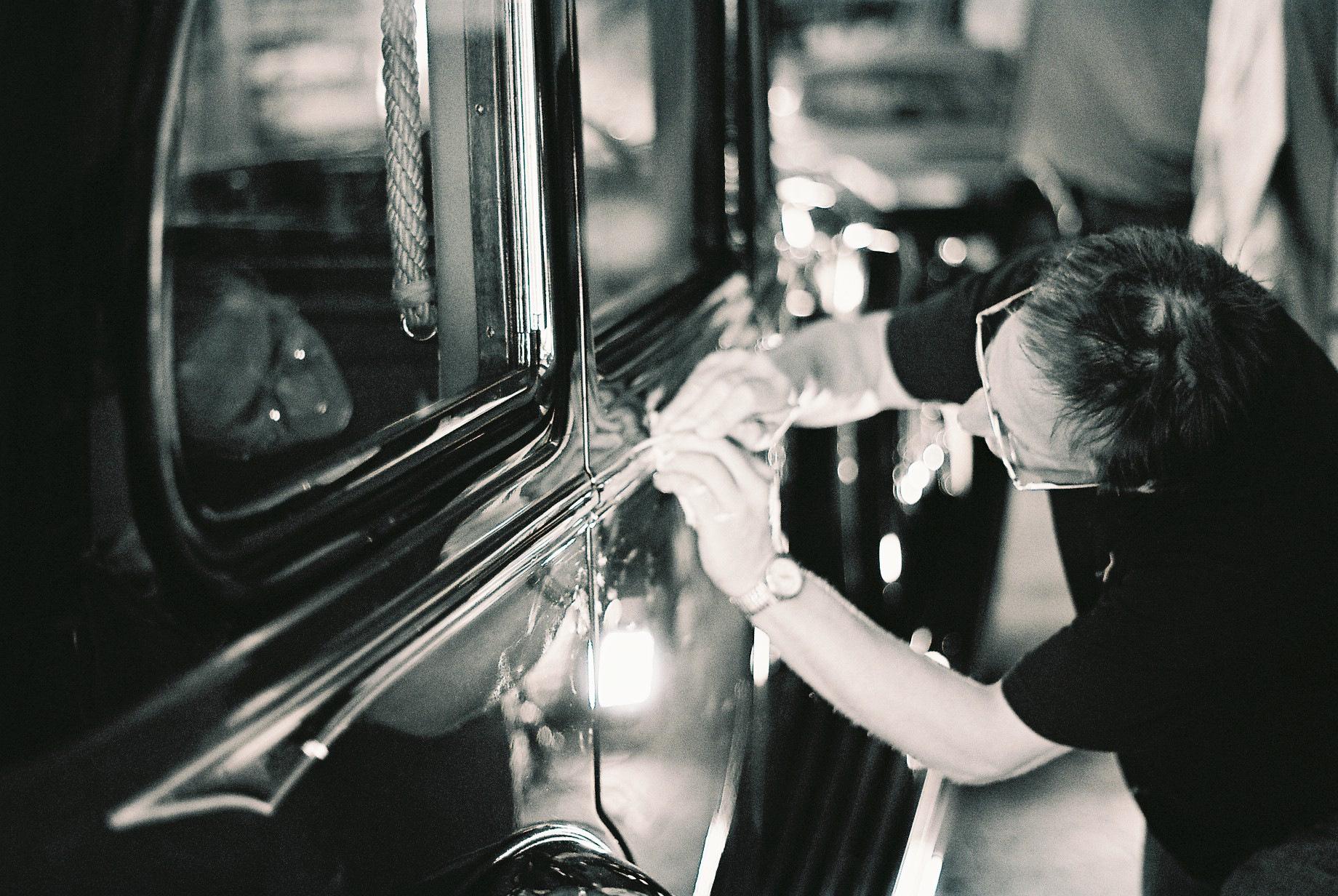 Coach Lining a Rolls Royce