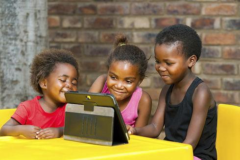 tablet-moblie-black-african-kids-family-
