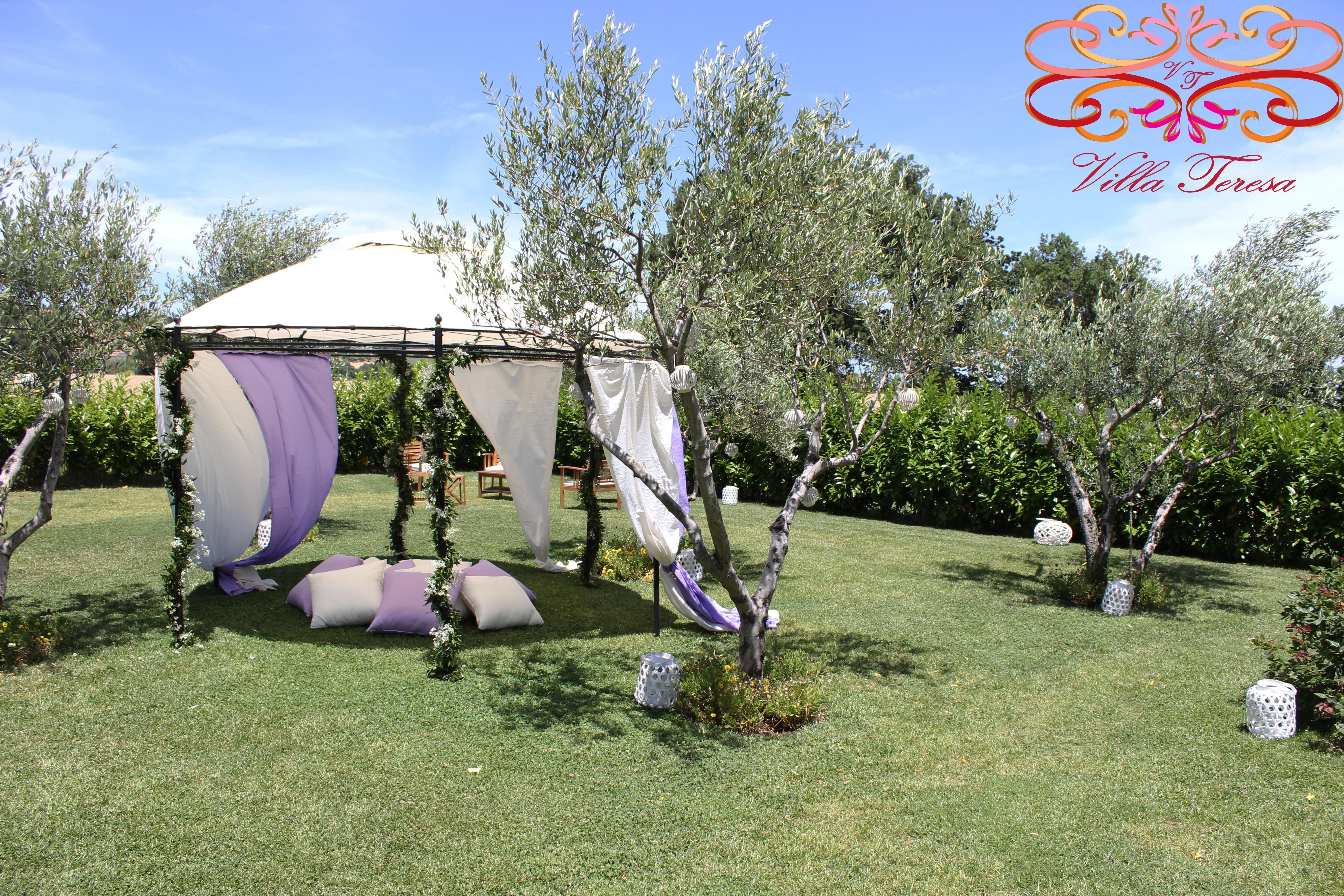 Il vostro nido d'amore fra gli ulivi