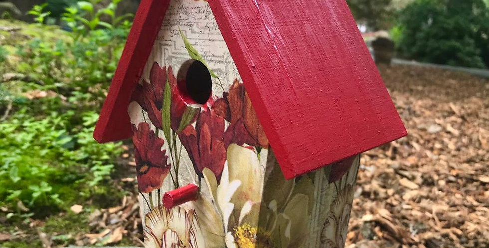 Small birdhouse with Tulip and Dogwood