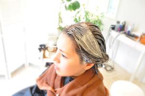 髪と地肌に極力負担のないカラーを心がけております