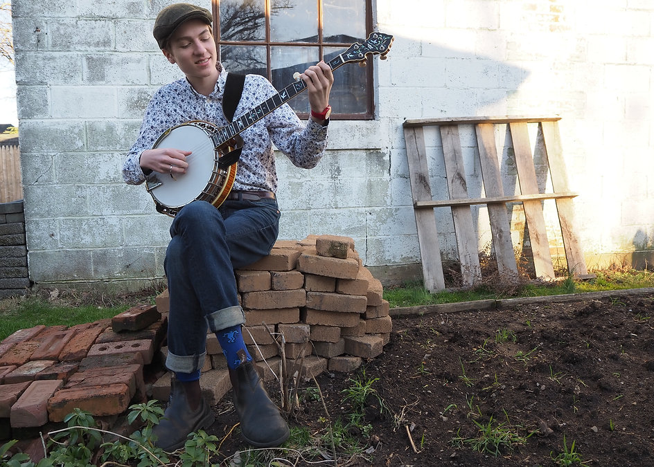 I like that banjo seated.JPG