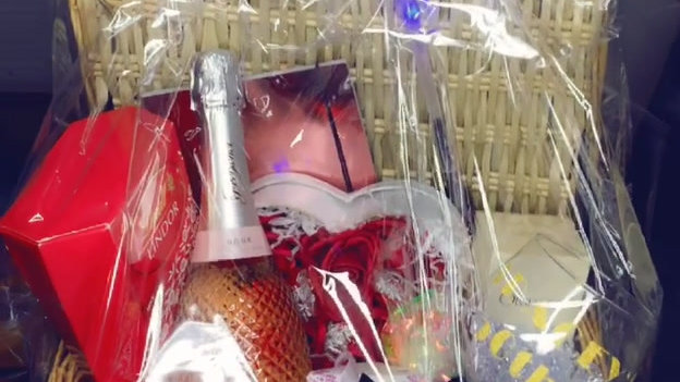 Luxury  Bouquet Gift Hamper with Chocolate & Roses