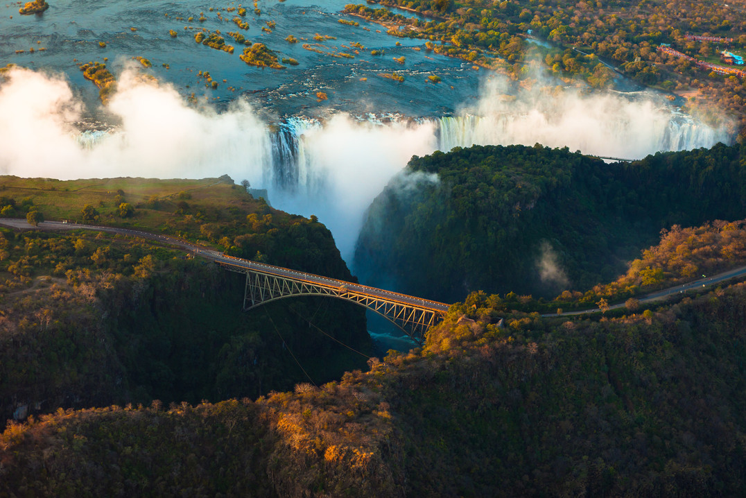 Canva - Victoria Falls from the Air, sou