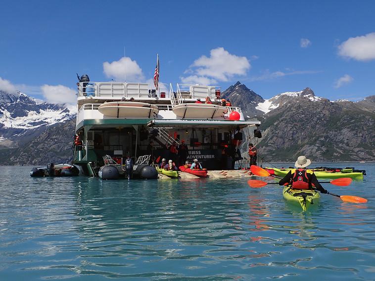 -Guests-kayaking-Glacier_Bay-return-to-W