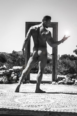 Kurt Pascual model B&W halo