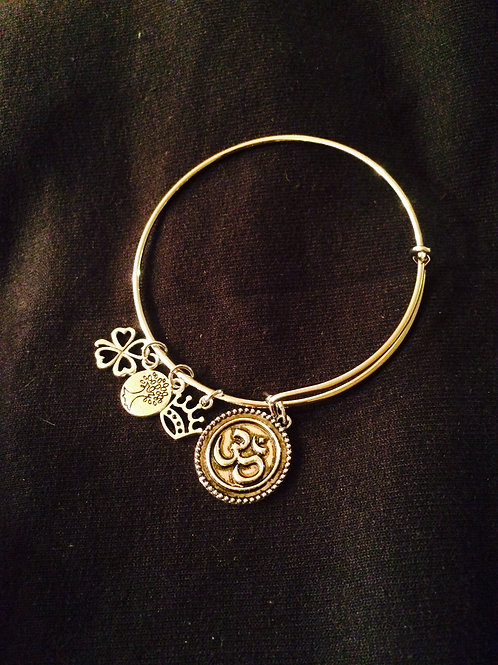 Expandable energy bangle Om available in silver