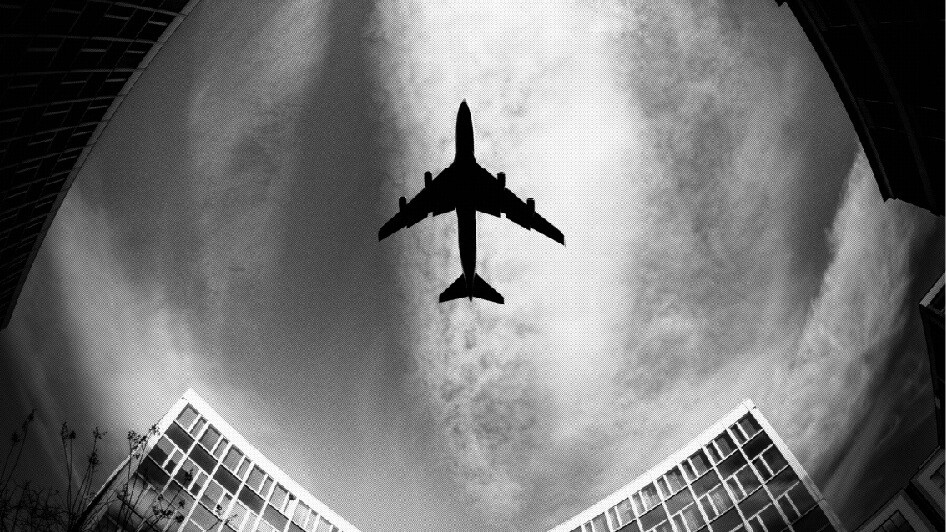 avião sobrevoando, horas de voo, profissional gestor, prática