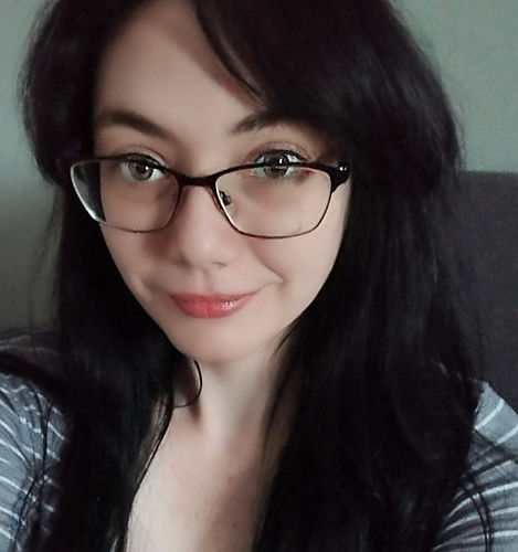 picture of a girl wearing glasses, shannon.jpg