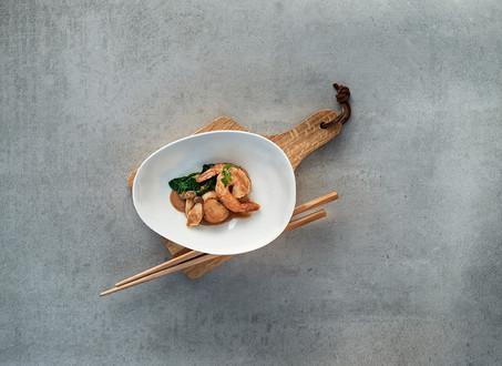 Garnelen und Jakobsmuscheln mit Tonkatsu