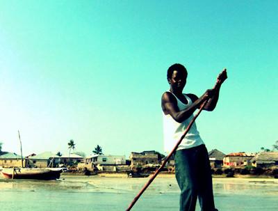Gentes de Tanzania y Kenia. Barquero.