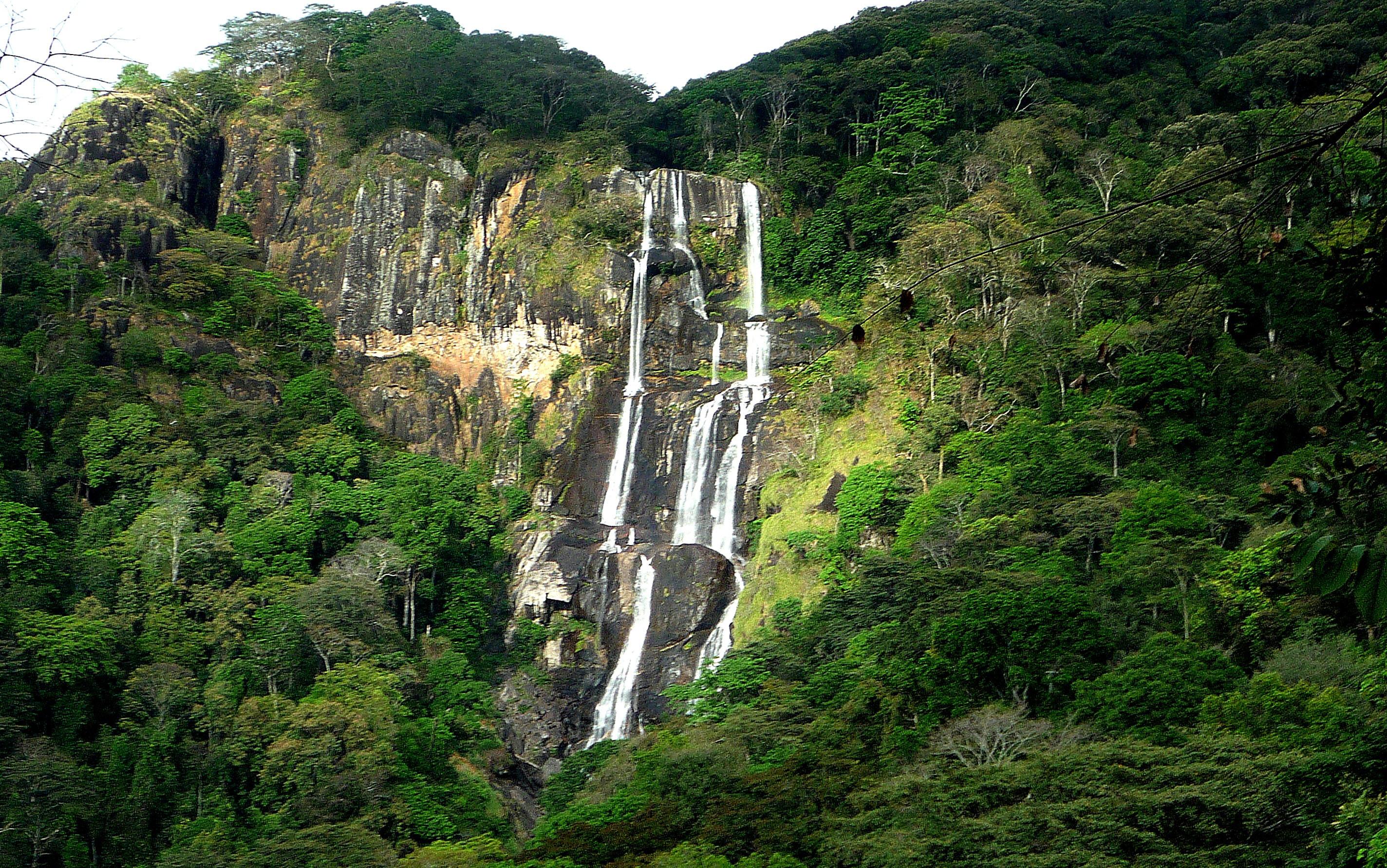 Cascada de Sanje en Udzungwa