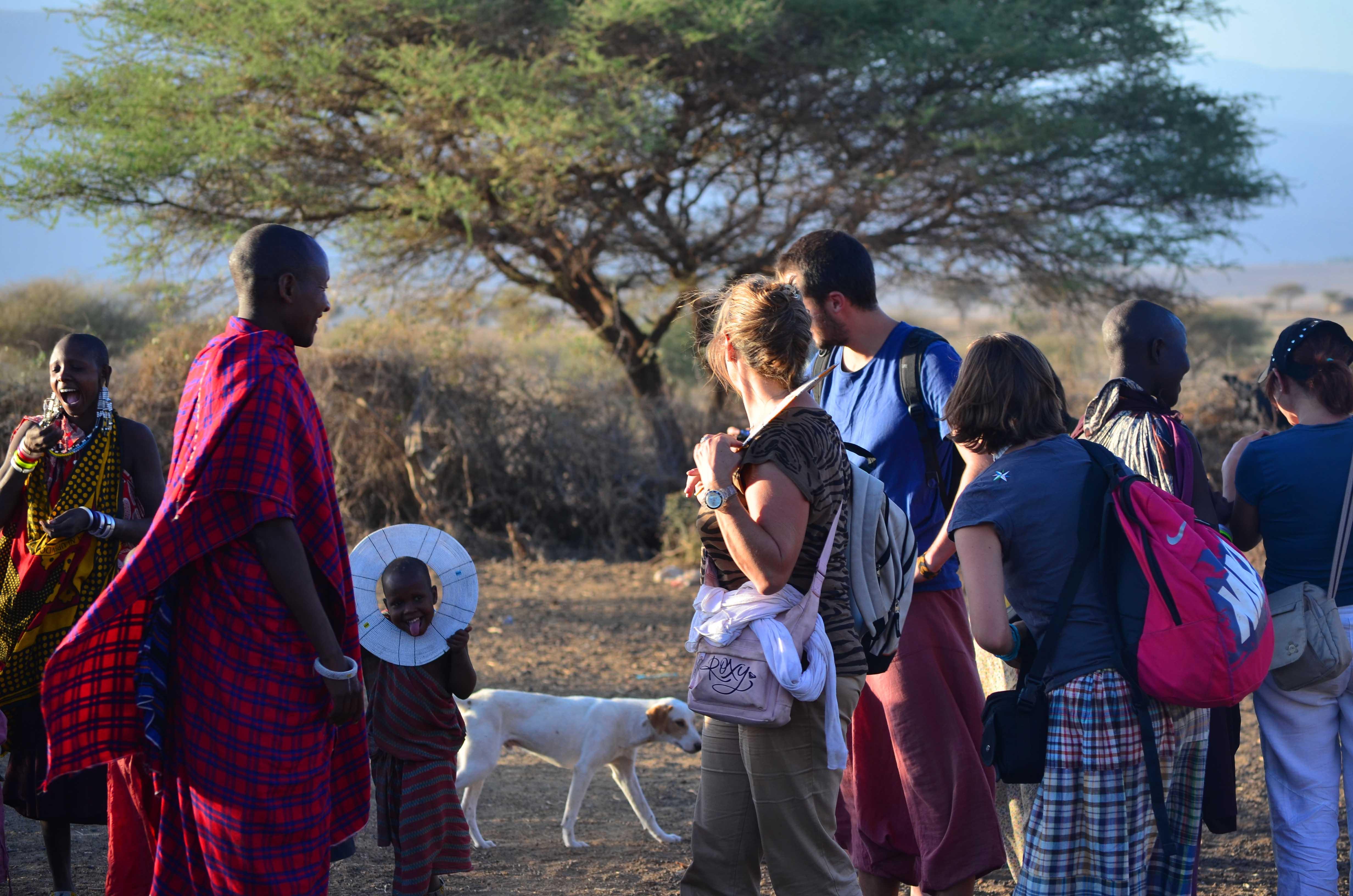 safari  grupo Tanzania poblado Masai