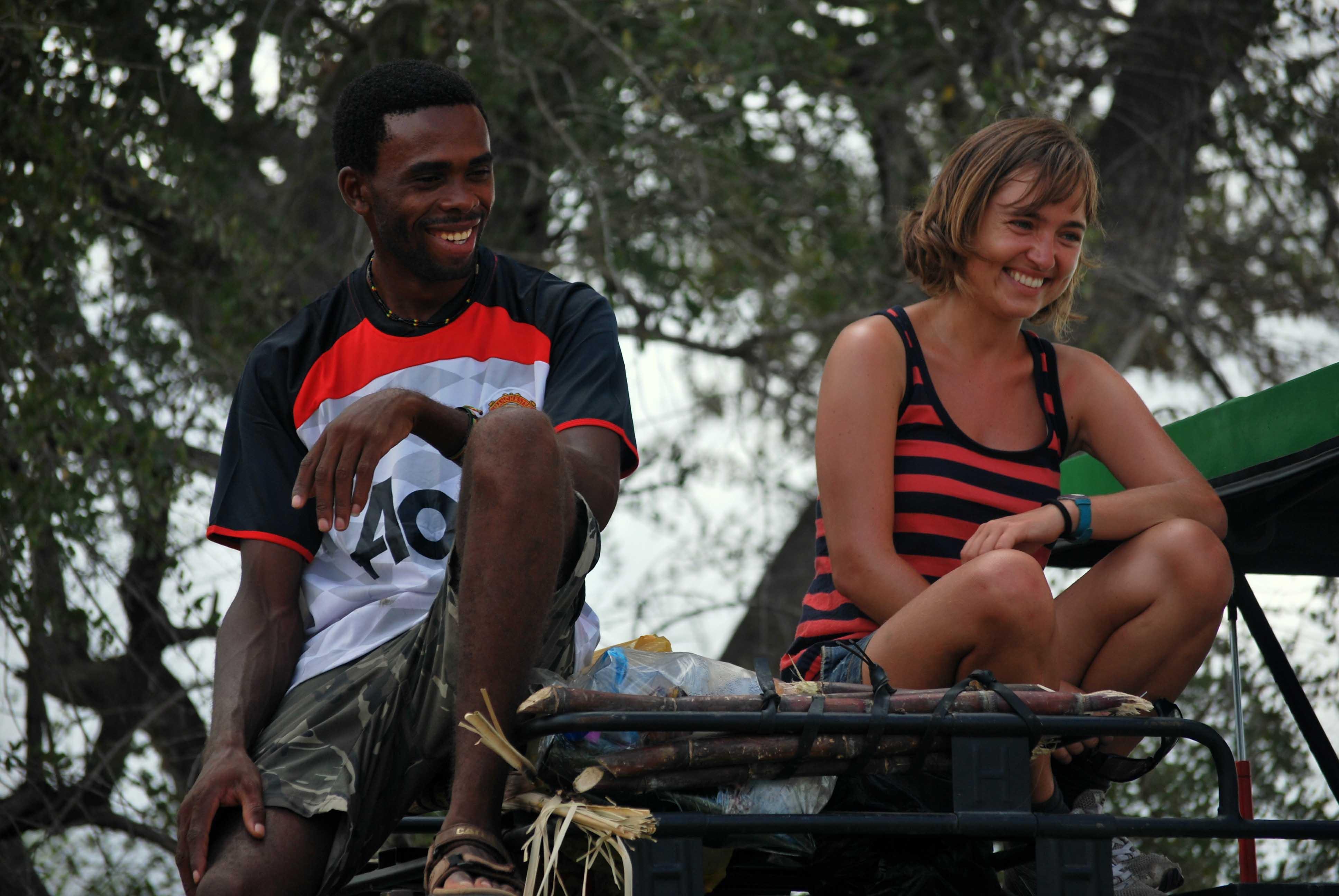pasarlo bien en un safari Tanzania