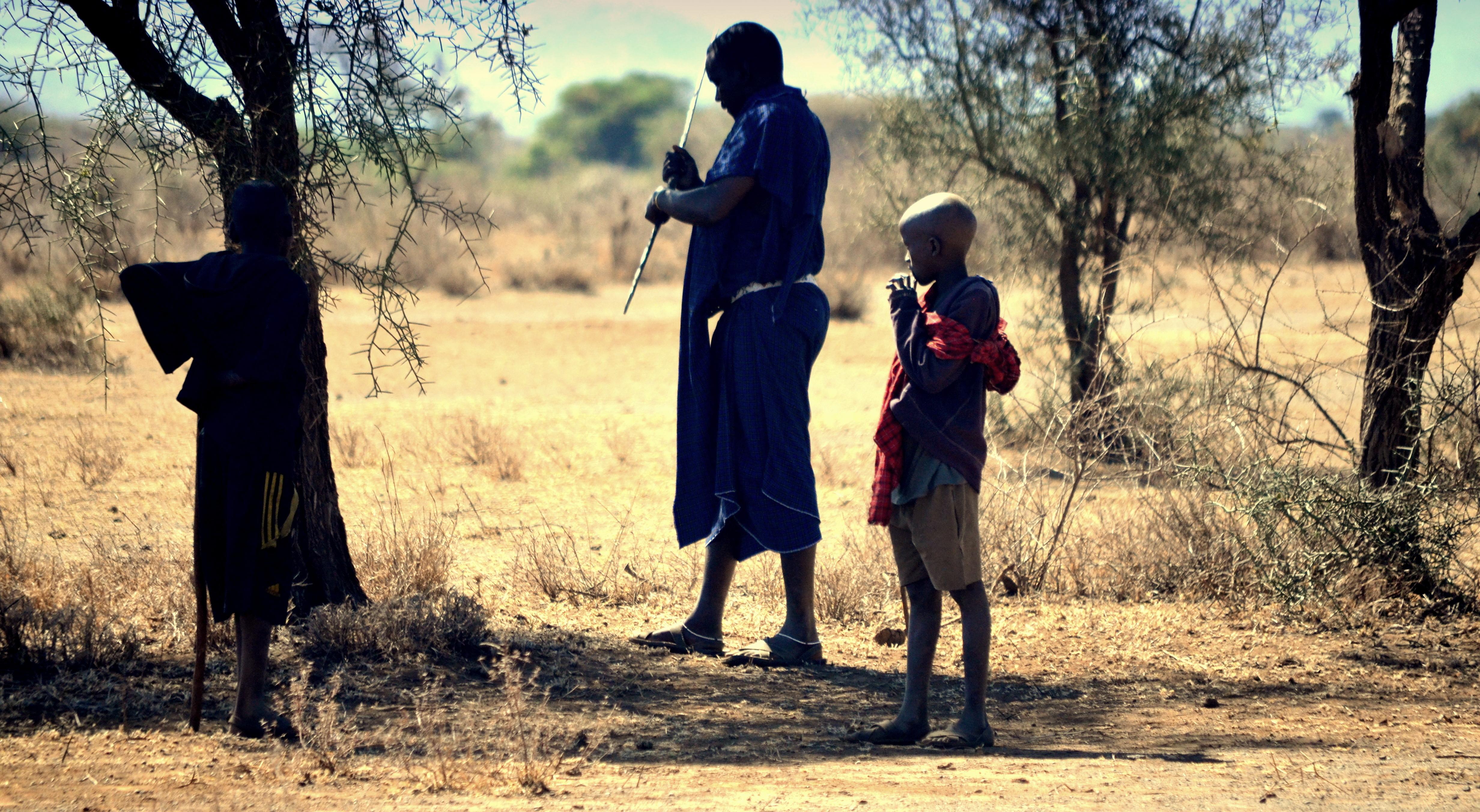 Masais en Tanzania a pie. Trekking