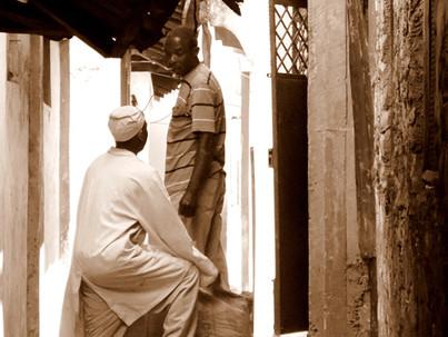 Gentes de Tanania y Kenia. Callejones de Mombasa.