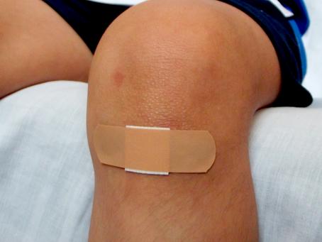 Como os curativos auxiliam na limpeza das feridas?