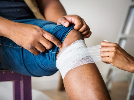 Passo a passo para cuidados com feridas do dia a dia.