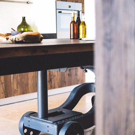 Cuisine-sur-mesure-industrielle-vieux-plancher de wagon-massif