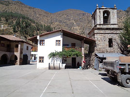 Casa parrocchiale Totora.jpg