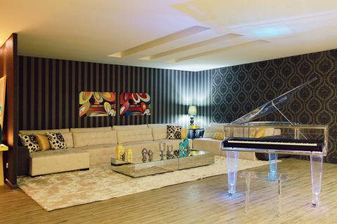 Corpo de Piano em acrílico; inox; piano de acrílico