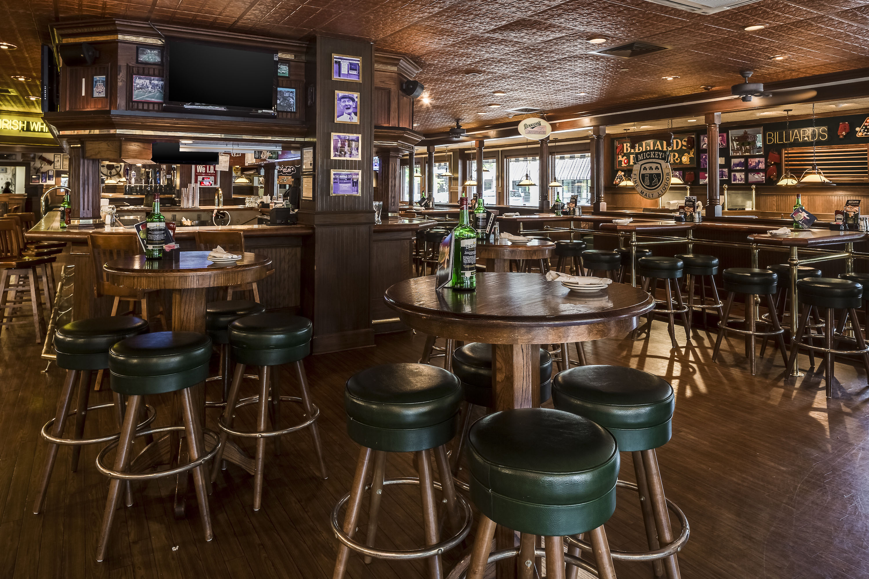 Bennigan's Lounge